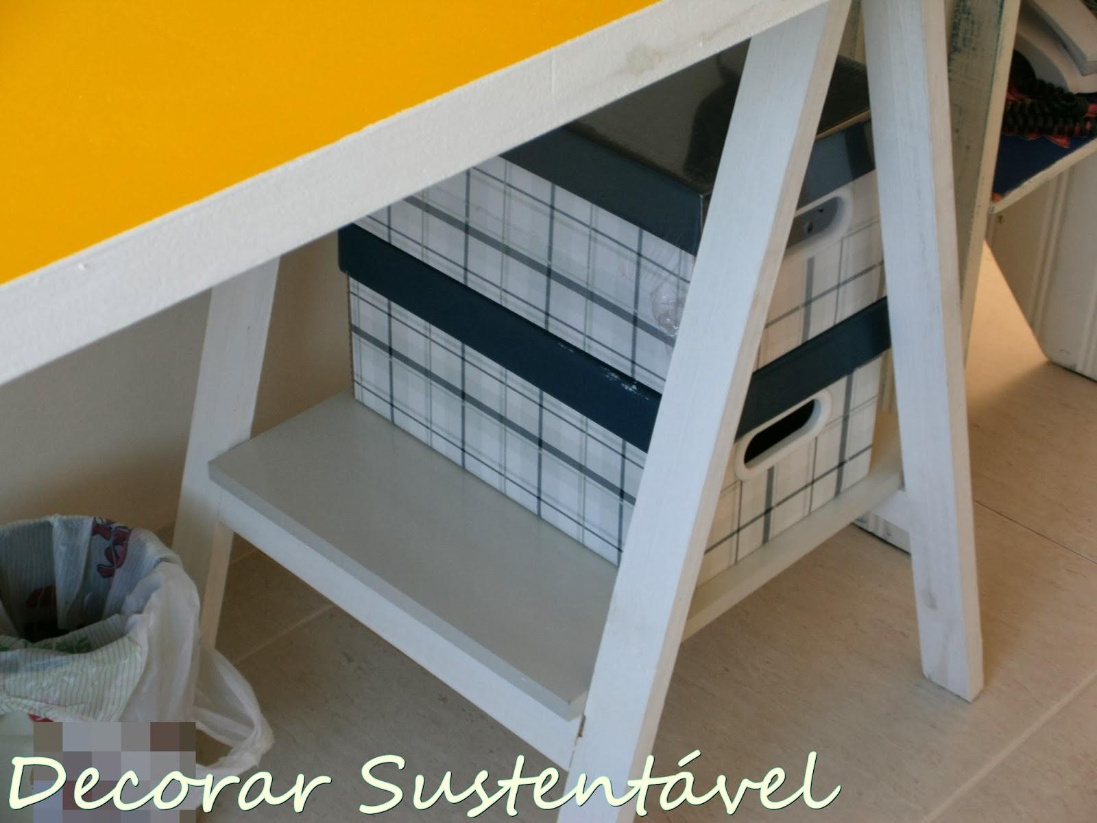 sustentável: Home office feito com porta e cavaletes (editado #CC8D00 1600x1200