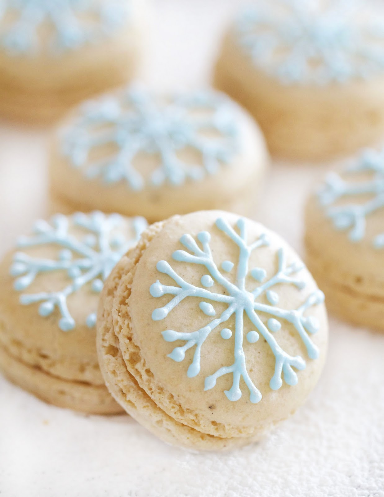 Epicurean Mom: Snowflake Macarons filled with Vanilla White Chocolate ...