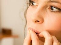 Dibalik Kebiasaan menghisap jari saat terluka dan Manfaatnya