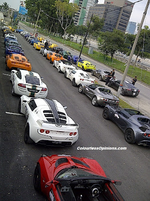 The Host Largest Lotus Convoy in Malaysia all cars lined up