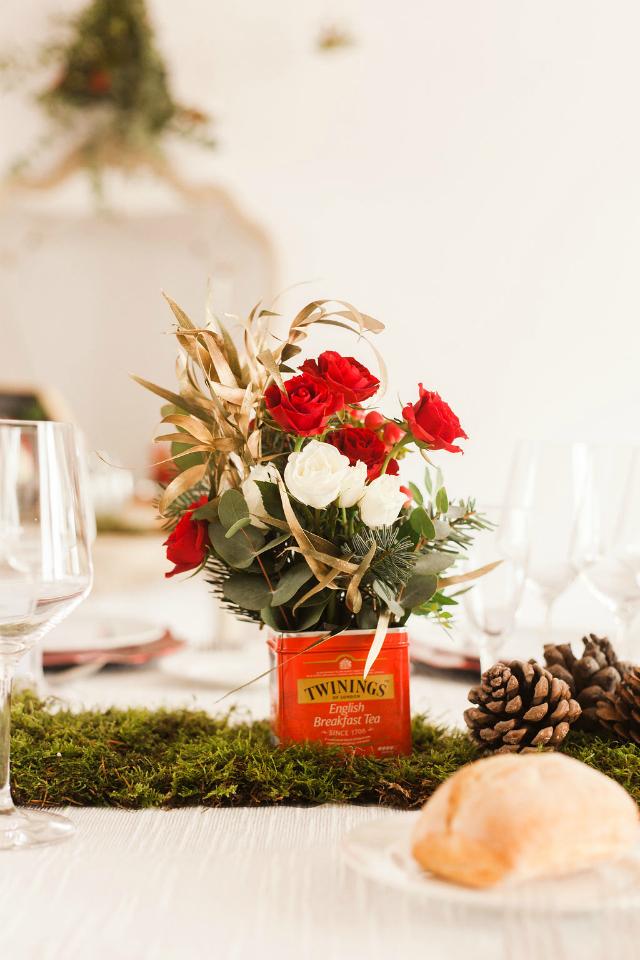 Cena de Navidad Mi Boda Rocks - Blog Mi Boda - Flores en lata de té