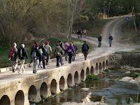 La passera de la Rabeia des de la vessant dreta del Llobregat