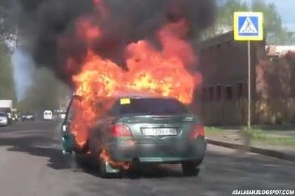 Mobil Terbakar Gara-Gara Nyalakan Rokok
