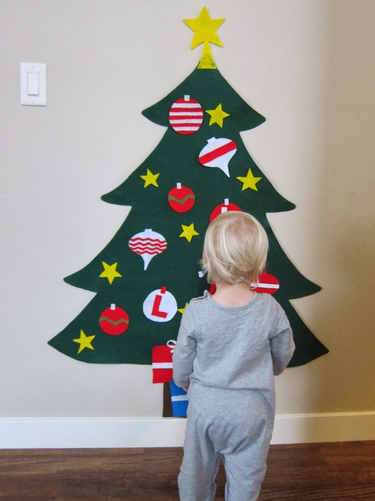 How To Hang Christmas Decorations Without Ruining Walls 95