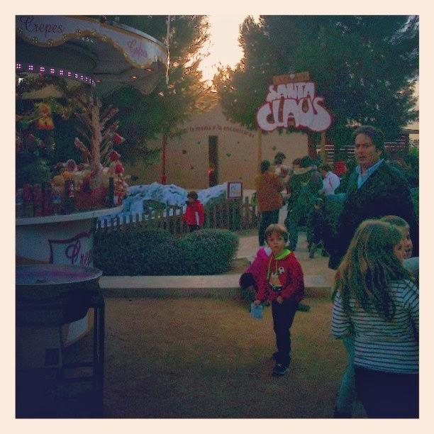 Hemos vuelto a visitar la casa de santa claus en alicante con los ni os en la mochila - La casa de papa noel alicante ...