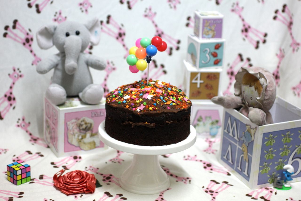 Green Gourmet Giraffe WSC Vegan chocolate cake and Peppa Pig