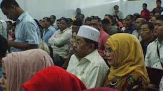 Menteri Dalam Negeri Tjahjo Kumolo mengaktifkan kembali Machmud Thamher dan Adam Rahayaan sebagai Wali Kota dan Wakil Wali Kota Tual karena keduanya dibebaskan dari tuntutan korupsi dana asuransi DPRD Kabupaten Maluku Tenggara periode 1999-2014.