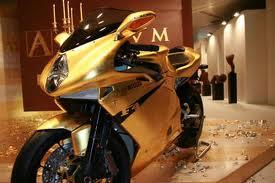 motocicleta em folha de ouro