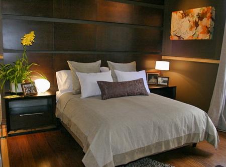 Dormitorio con espejo frente a la cama for Espejo dormitorio