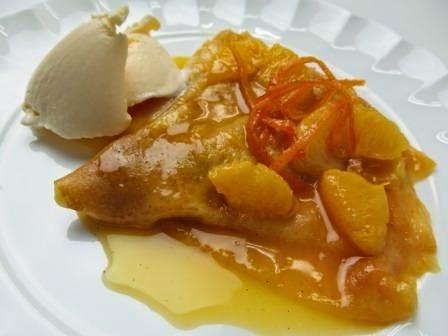 creps de manzana con naranja caramelizada y helado de vainilla