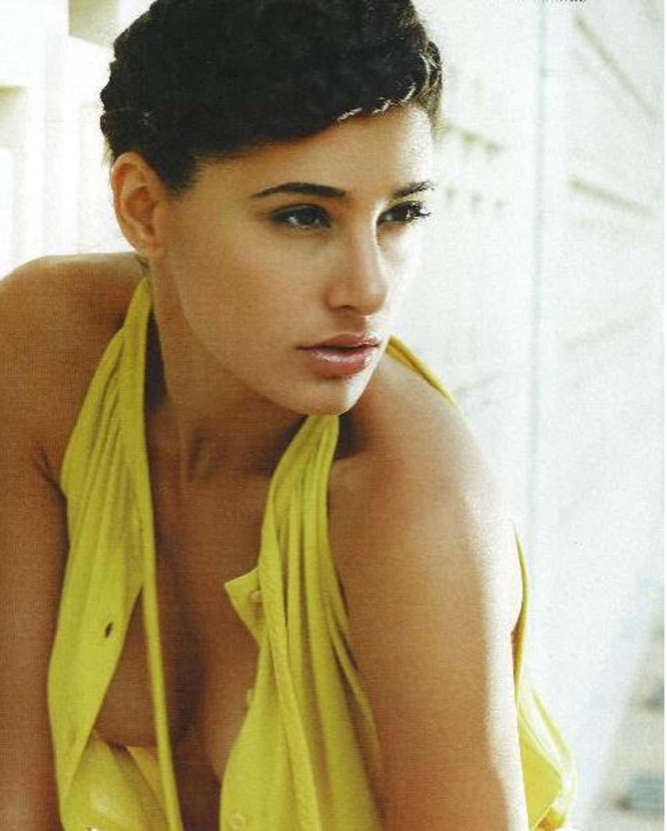 Nargis Fakhri Bikin Photos , very very hot boob slip