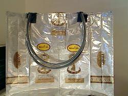 mala feita com sacos de café