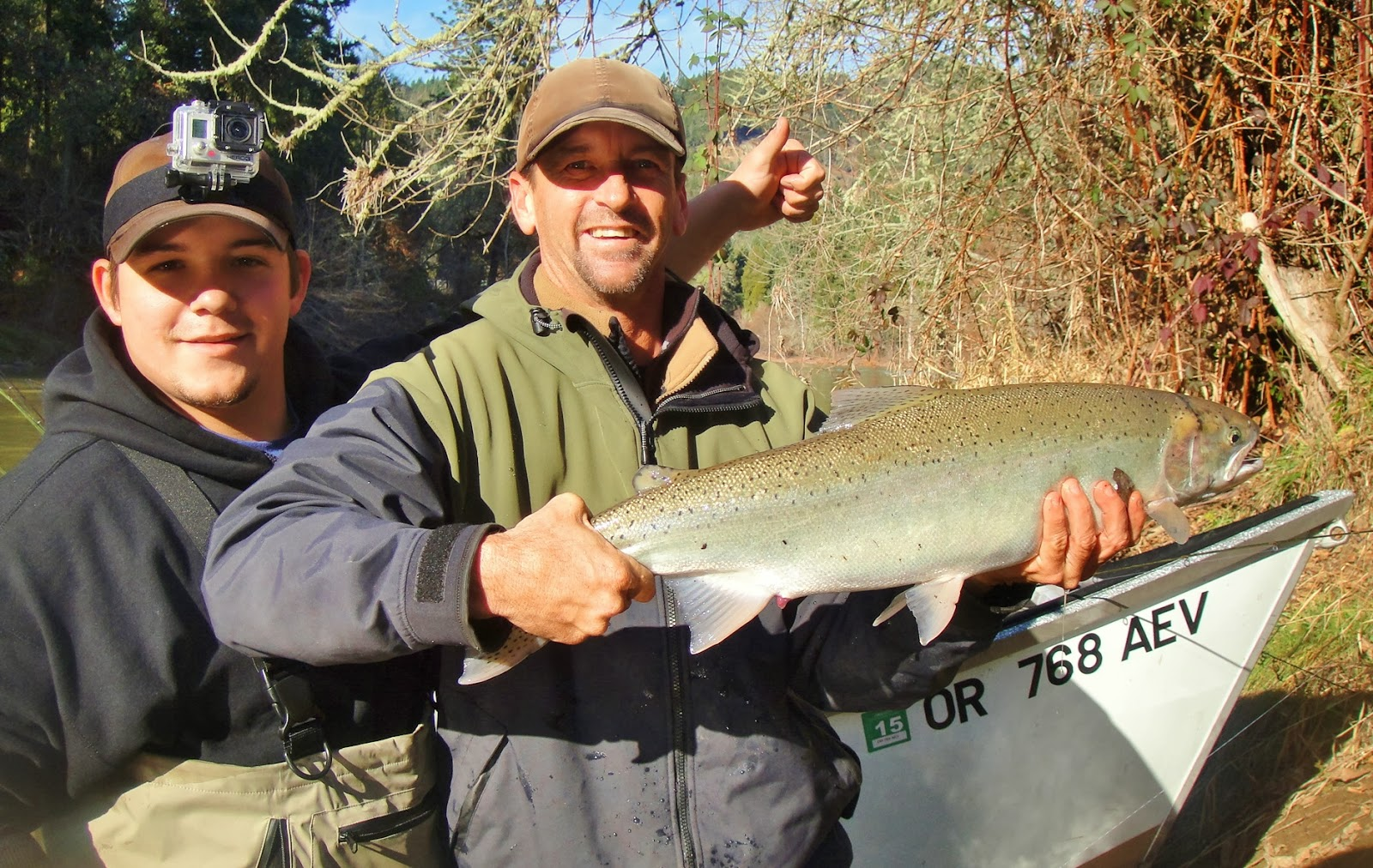 fishing-guides-fishing-for-winter-steelhead-in-Oregon