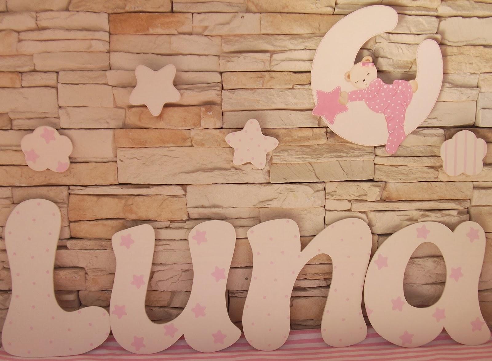 Decoraci n infantil pekerines letras de madera decoradas for Adornos de madera para pared