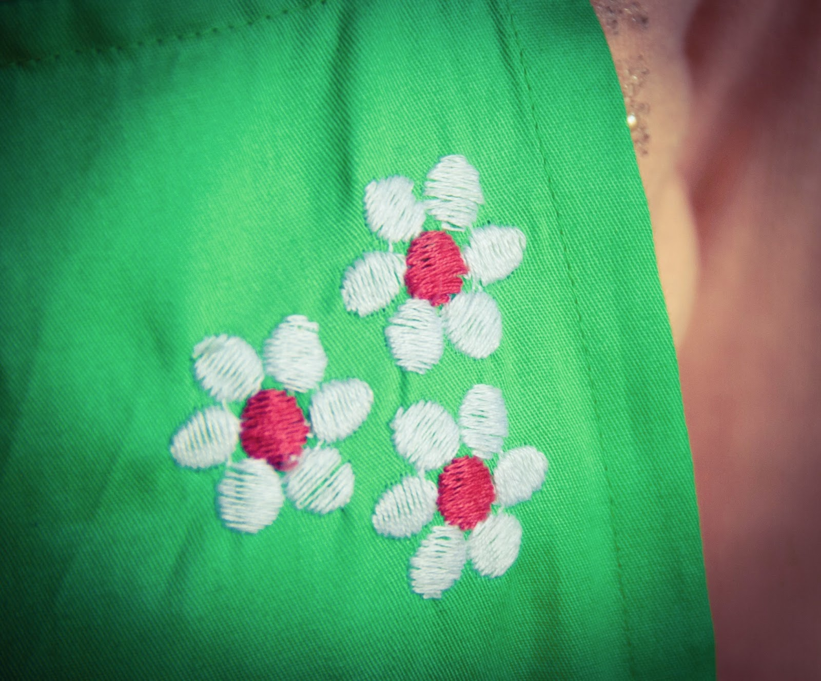 green apron floral embroidery