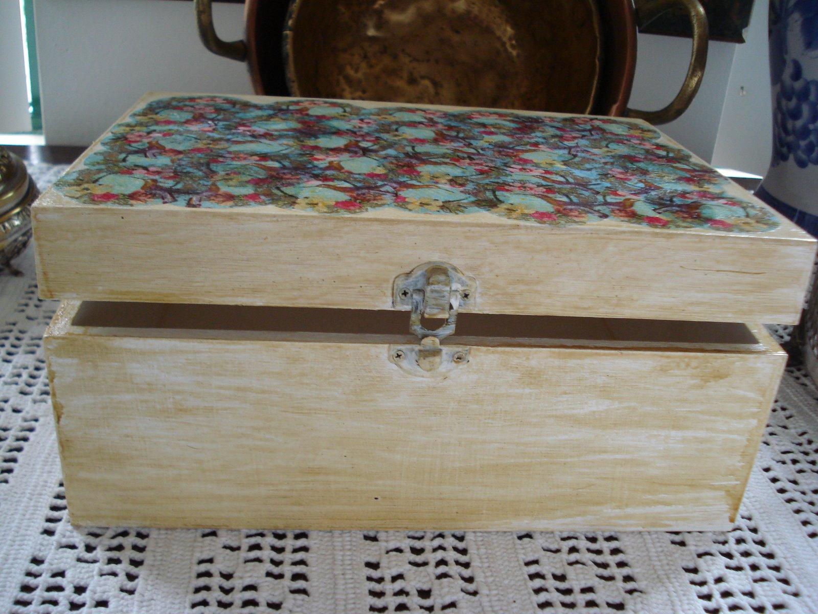 bricoartefolio: caixa de madeira decorada com guardanapos de papel #66443D 1600x1200