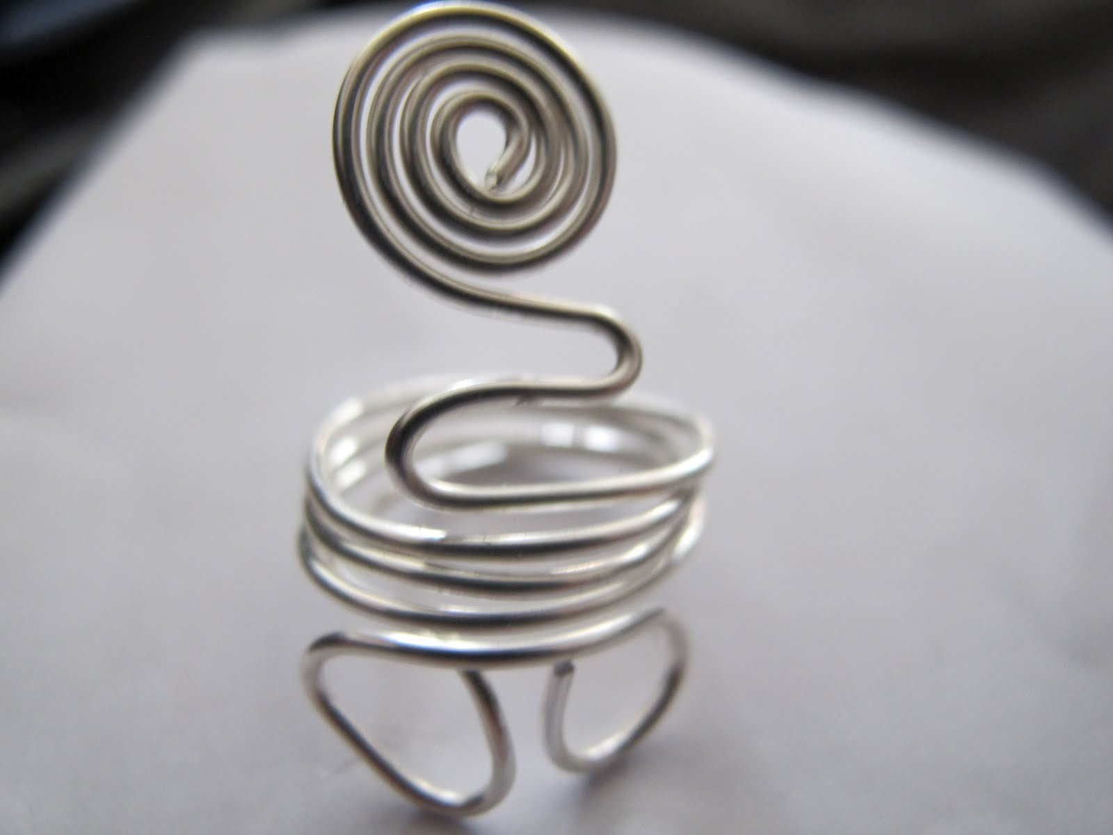 Naomi\'s Designs: Handmade Wire Jewelry: More Wire Wrapped Ring Designs
