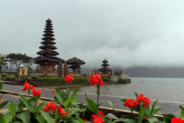 they likely already bored alongside beautiful beaches in Bali Beaches in Bali: cool lake in Bali
