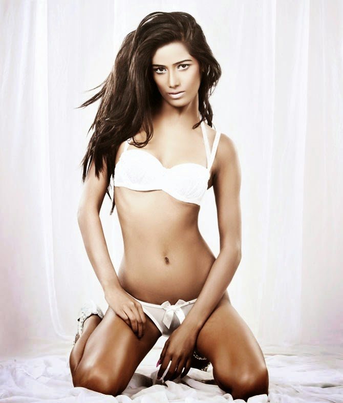 Poonam Pandey hot in bikini hd wallpapers