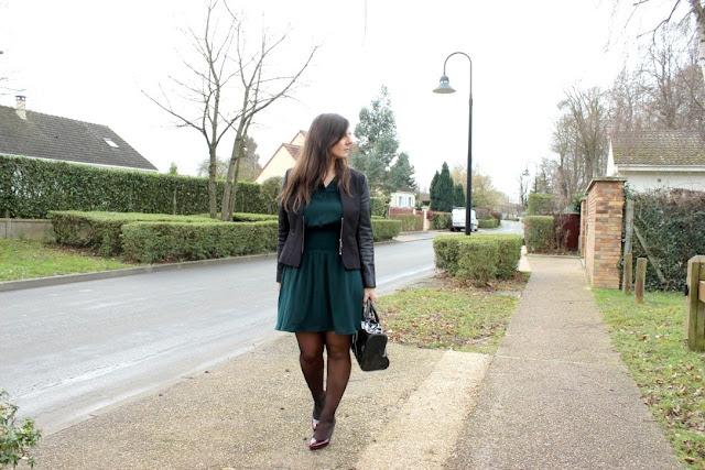 robe verte Naf Naf et escarpins bordeaux Minelli