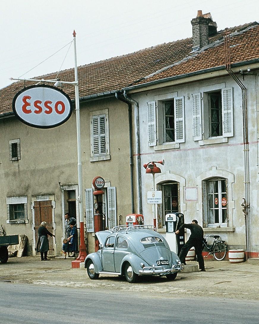ESSO+GAS+STATION+VW+BEETLE+VINTAGE