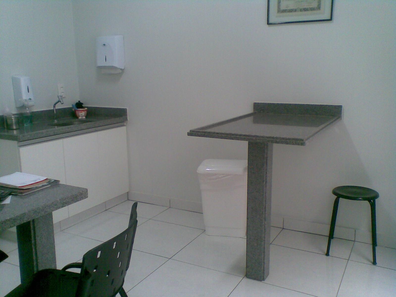 Imagens de #445059 Consultórios especializados com macas em granito de fácil  1600x1200 px 3366 Bloco Cad Sinalização Banheiro