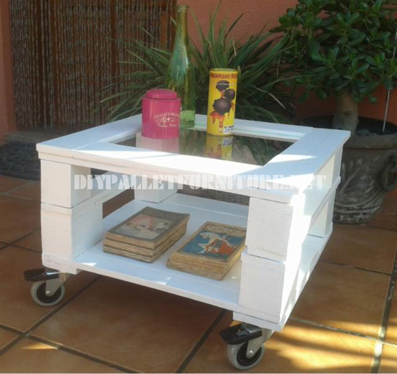 mesa auxiliar exterior con palets
