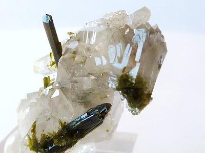 quartz et épidote trouvé en Oisans sur la montagne du Cornillon