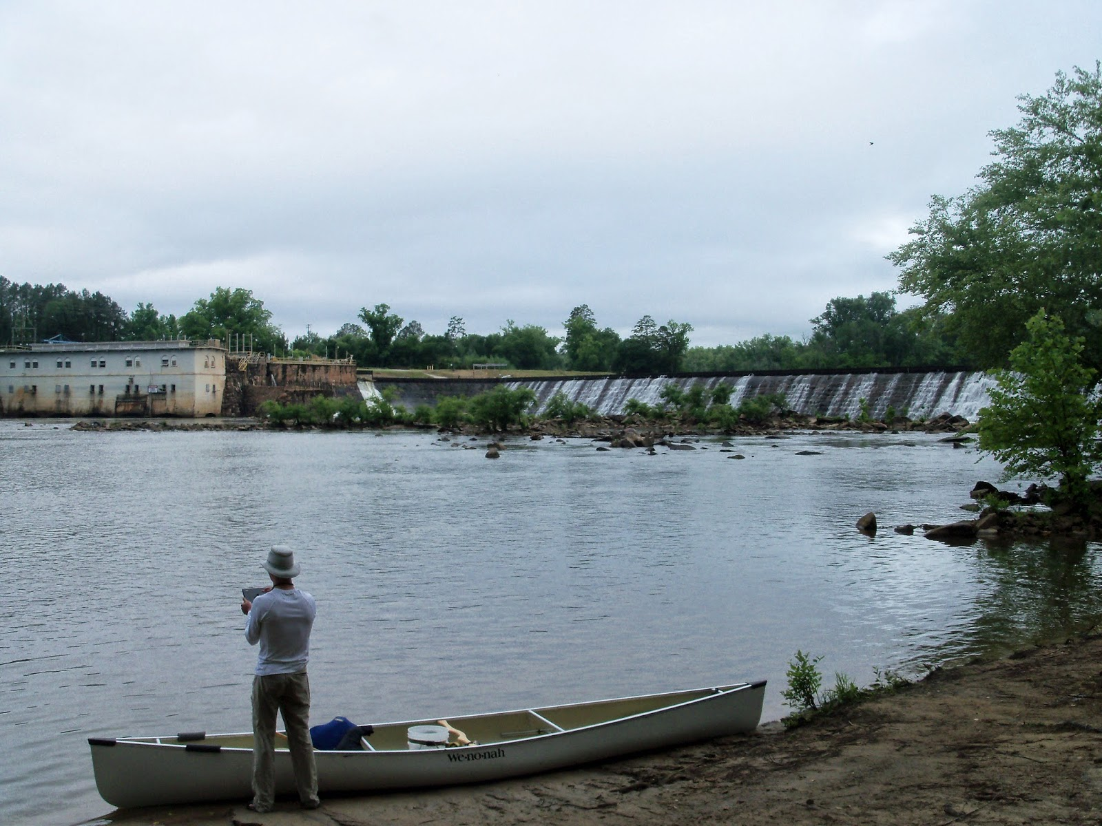 the water level just below the dam was right around 2 000 cfs after getting pictures of the dam we shifted our focus downstream