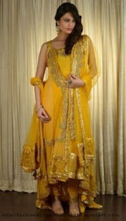 Trendy-Mehndi-Bridals-Dress