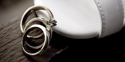 4 Kisah Pernikahan Super Aneh dengan Benda Mati
