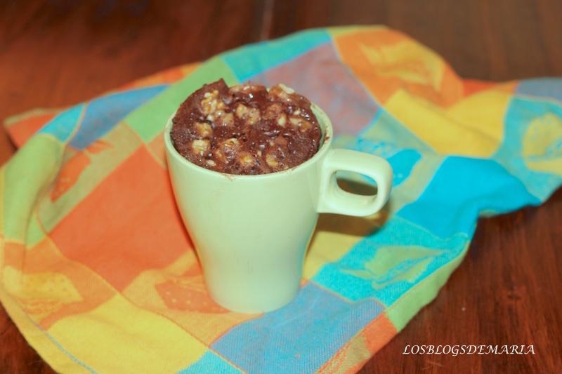 Bizcocho a la taza de chocolate y nueces , receta asaltablogs