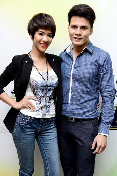 'Siêu mẫu ấn tượng 2011' Kim Tuyền và diễn viên Ân Khoa.