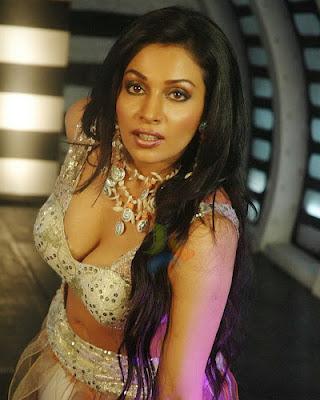 Asha Saini Hot