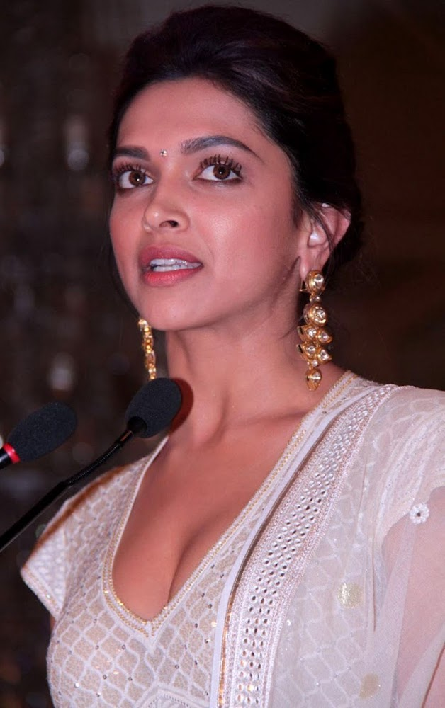 Deepika Padukone Latest Unseen HD Images In White Dress Showing Her Hot Cleavage1