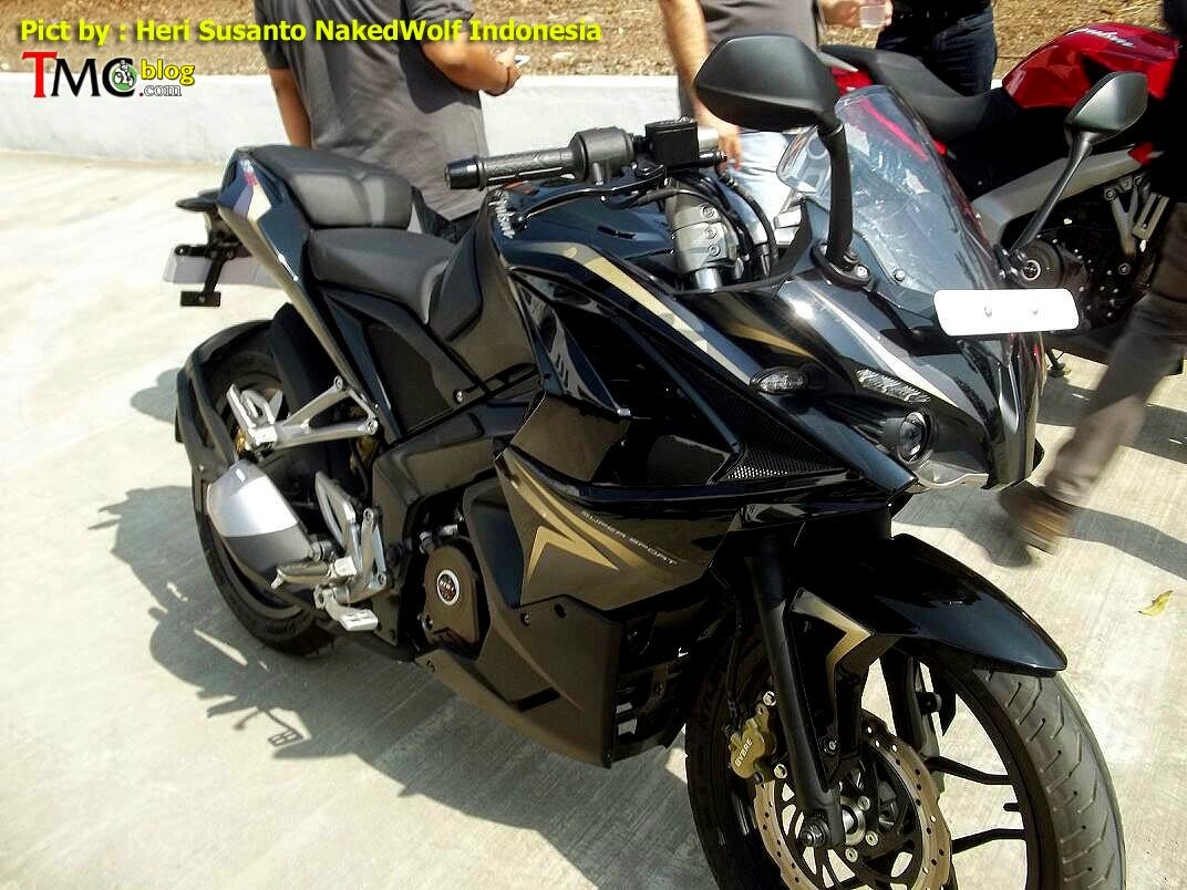 Bajaj Pulsar 200SS Spied with Black-Gold Livery