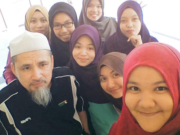 Dr Haji Kamaruddin Bin Haji Abu Hassan (Dialah seribu buku)