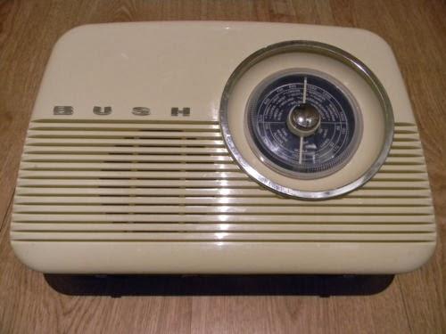 Bush Retro FM Radio TR82/A - Cream