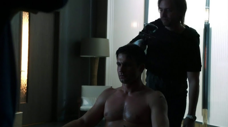 Dillon Casey Shirtless in Nikita s2e12