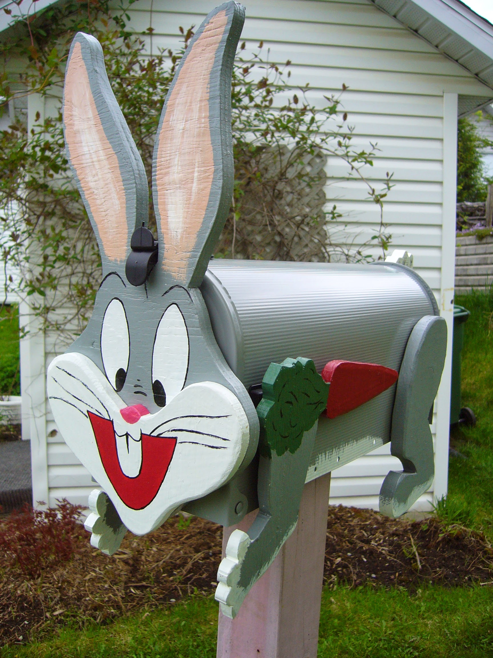 Decorative rabbit mailbox
