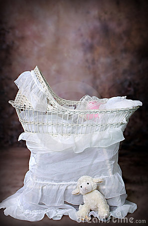 Antique Bassinet Wicker5