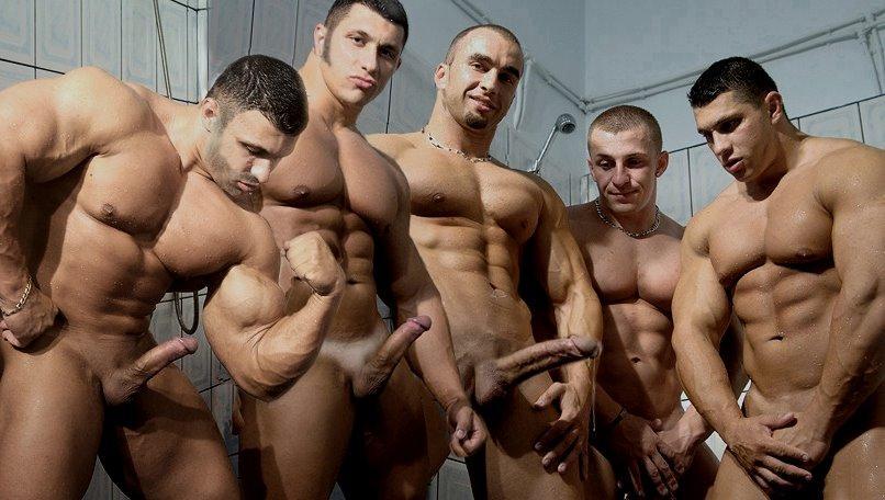 Hombres desnudos jugando al rugby