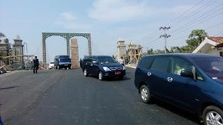 90 Persen Selesai, Jembatan Surabayan Diuji Coba Bupati