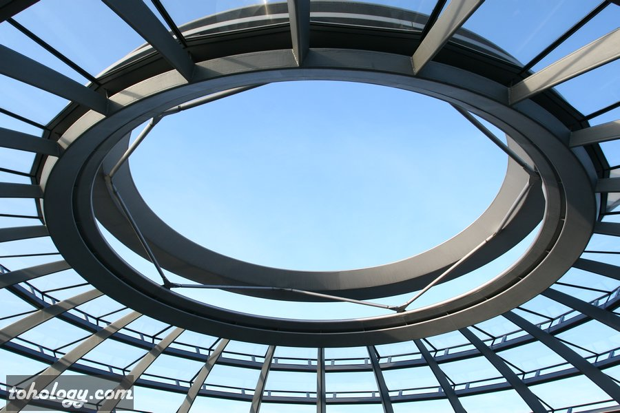 Open-air eye in the Reichstag dome // Отверстие в куполе Рейхстага