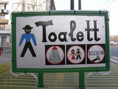 Budapest, népi, művészet, naiv, reklámgrafika, kézi rajz, toalett, köz WC, nyilvános WC, public toilet, Felvonulás tér, Hungary, Magyarország, street art, handmade, handpainted, funny, klozett, Wilkinson