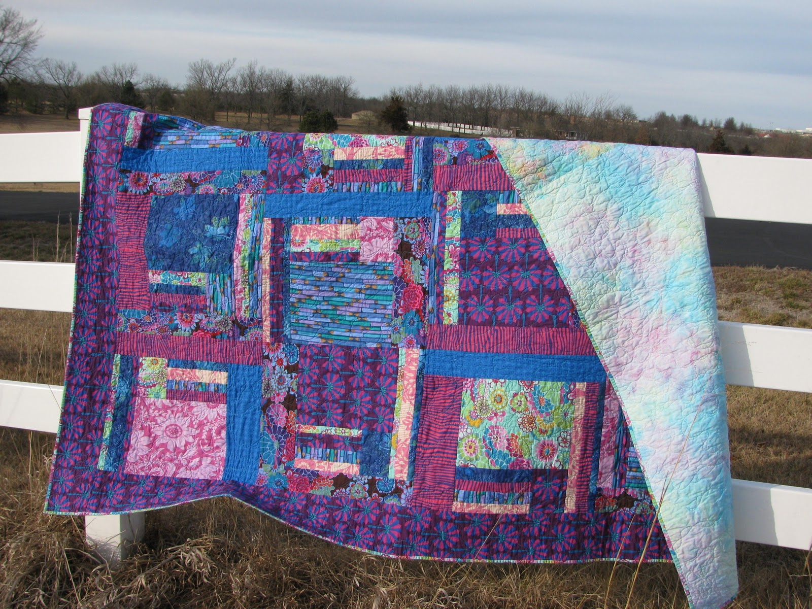engaging with red fulgurant rc quilts dallas to blue show together twin patterns in fun white quilt and