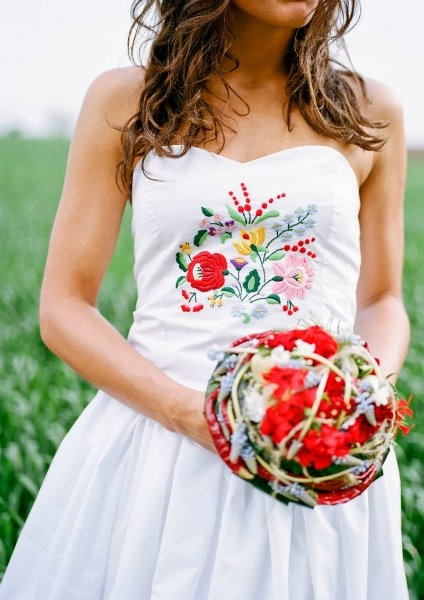 Угорське весілля сукня нареченої з вишивкою
