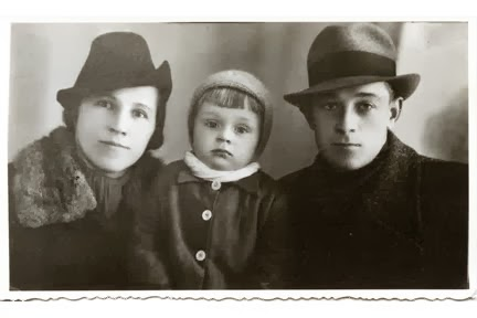 1940 Jozef, Genia and Adam