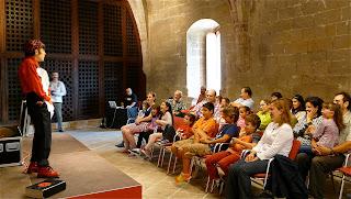 Niños y padres ríen en Castillo de Bellver