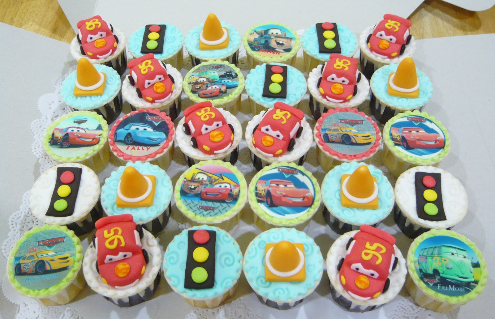 Jenn Cupcakes Muffins Lightning McQueen theme Cake and Cupcakes